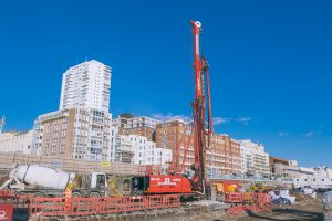 Piling rig arrives Feb 2015 landscape
